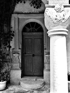 photography door architecture blackandwhite
